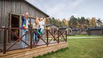 Familj hyr stuga på Gotland